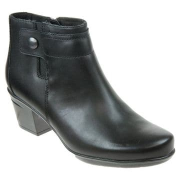 Clarks 'Emslie Parula' Women's Wide Fitting Weatherproof Boots - Black Leather E