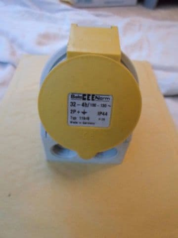 CEENORM 11948 32A 2P+E @ CABLE ENTRY PANEL MOUNT POWER ENTRY CONNECTOR