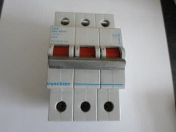 VYNCKIER 100A TRIPLE POLE MAIN SWITCH DISCONNNECTOR 033/38038-000.